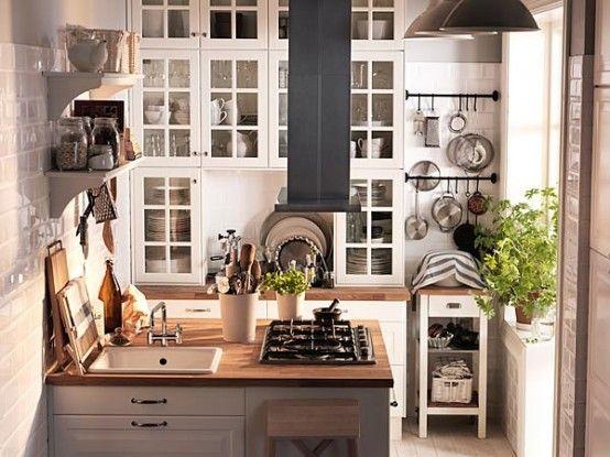 Cocina compacta con anaqueles que llegan al techo en la for Cocina compacta ikea
