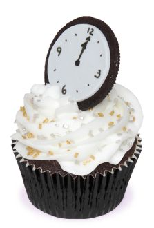 New Year's Countdown Cupcakes: ha ha, use the cream filling half of a chocolate sandwich cookie to make a clock striking midnight on your cupcakes.