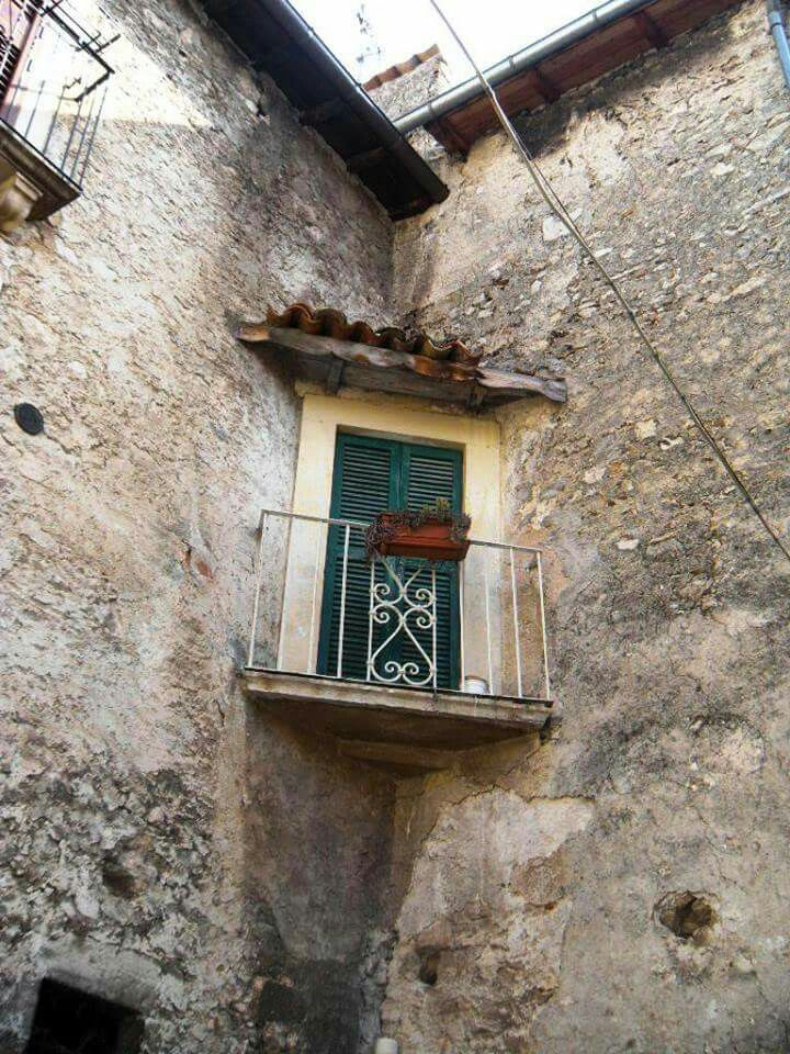Wandering around the picturesque villages of Abruzzo where time seems to stand still