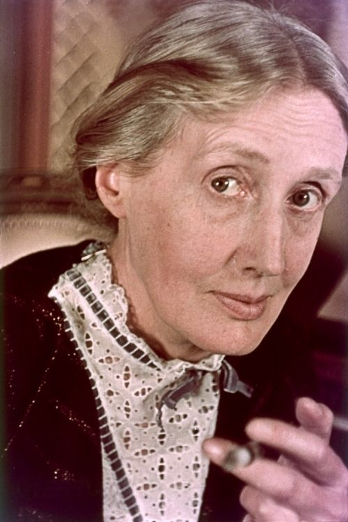 Virginia Woolf. Photo by Gisele Freund, in Britain's National Portrait Gallery.