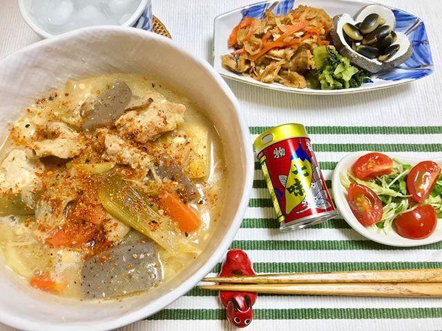 晩ごはん。 豚汁うどん。 秩父で買ってきた 地粉うどんを使って。 よく煮込んだので クタクタ感で美味し。 刑事ゆがみ最終日。 めちゃおもろかった! #刑事ゆがみ #弓神適当 #豚汁うどん #あったまる ・ ・ #晩ごはん #料理 #おうちごはん #器 #レシピ #dinner #cooking #yummy #eat #food
