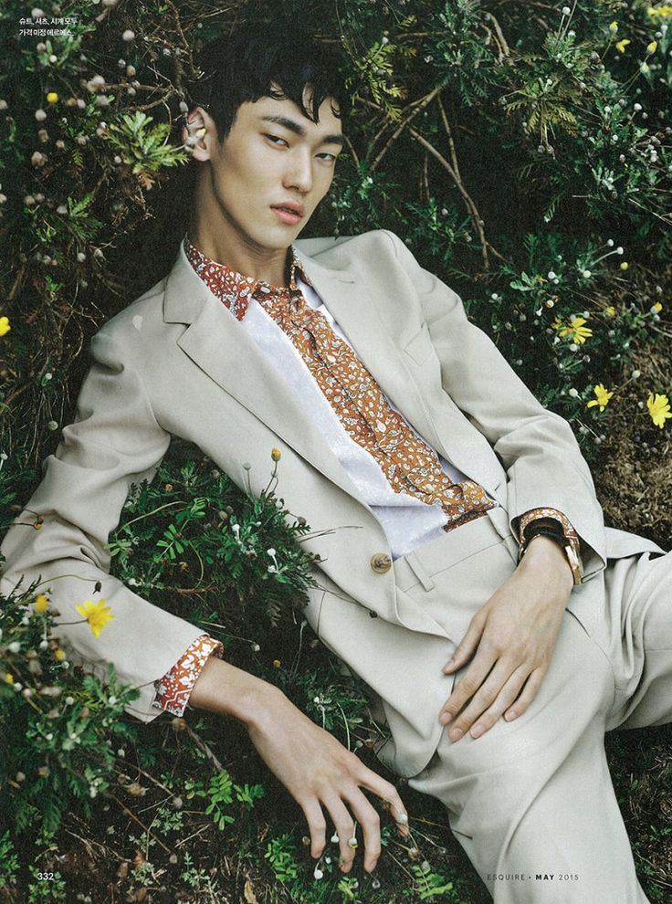 model-hommes: Jeong Yong Soo for the Esquire Style Guide Artistic Fashion Photography, Fashion Photography Poses, Photography Poses For Men, Fashion Poses, Urban Street Fashion Photography, Korean Male Models, Asian Male Model, Male Models Poses, Korean Model