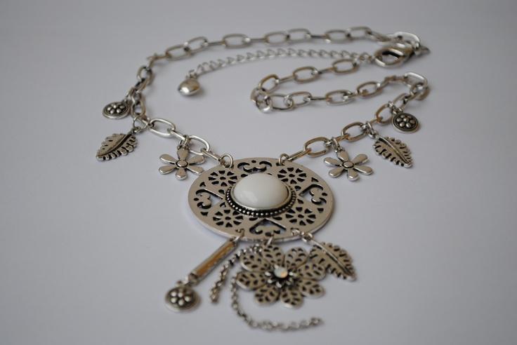 Necklace with charms 159 SEK.  http://www.jerikascorner.se/halsband-berlock/24-0