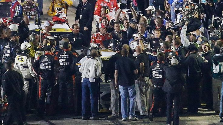 Jeff Gordon, Brad Keselowski fight as Jimmie Johnson wins at Texas