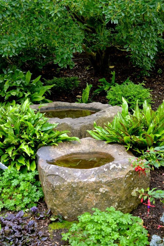 #Stonebasins throughout the beds at Powells Wood in Federal Way, Washington. Via:http://bonneylassie.blogspot.com / #waterfeatures