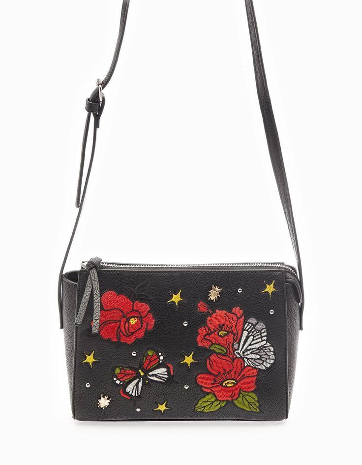 Mała torebka satchel z naszywkami