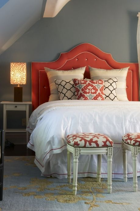 Love the coral + the 2 mini benches at end and especially the headboard