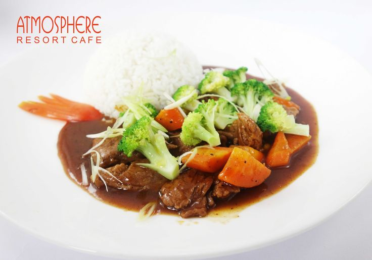 Stewed sliced tenderloin of beef, carrot, brocolli with rice