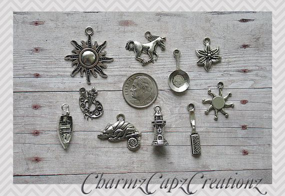 10 pcs Tangled / Raiponce inspiré Charm Set Lot Collection / Bijoux Scrapbooking artisanat ++ / caméléon, brosse, Frying Pan, fleur, tour, Sun