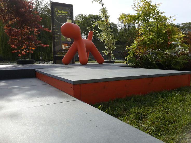 Terrasse sur plots en dalles céramique #puppy dog# dalle # couleur # moderne