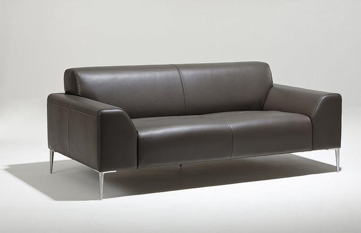 Lignes légères et raffinées caractérisent ce canapé contemporain créé par le designer français Bernard Masson et produit par la marque de fauteuils haut de gamme française Burov.