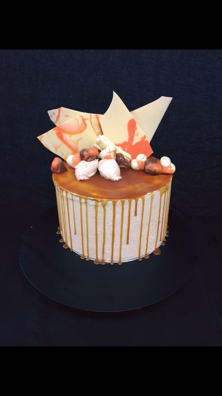 #drippycake #cakealicious #cakewithchocolates
