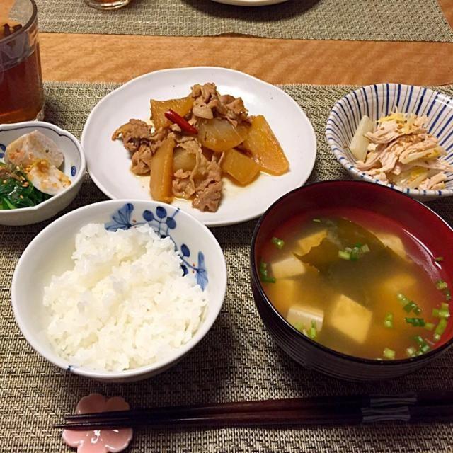 ・大根と豚肉の煮物 ・小松菜と里芋のおひたし ・白菜とささみのマヨめんつゆ和え ・お豆腐とわかめのお味噌汁 ・ごはん - 14件のもぐもぐ - 大根と豚肉の煮物 by Sakiko
