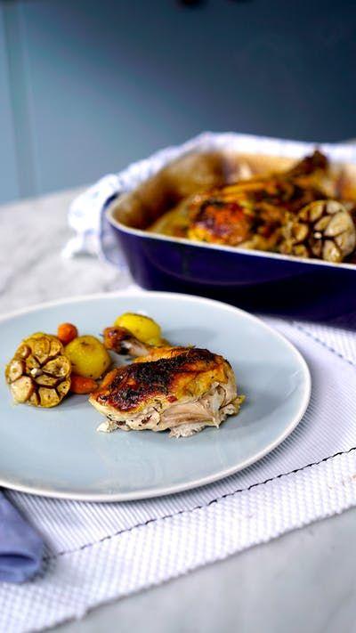 Crocante por fora, macio e suculento por dentro, esse frango assado aberto é a opção perfeita para o próximo almoço em família!