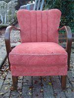 Art Deco Fautuille : Eikenhouten frame met roze bekleding. Richtprijs: 45,- euro