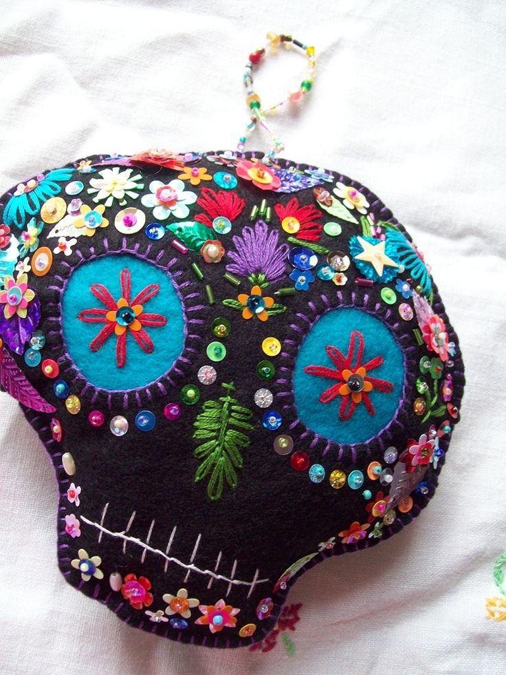 Sequined felt sugar skull broach.