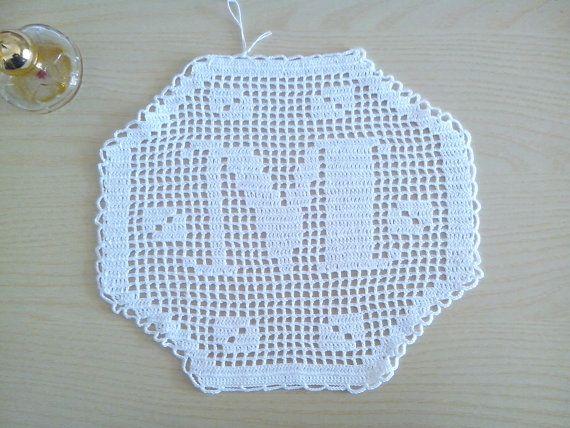 Monogram hexagonal crochet Filet letter M by Handmadesfiopi