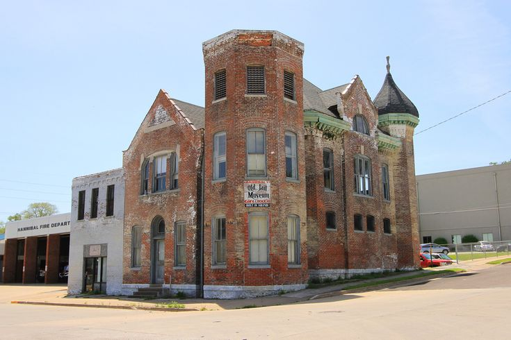 Abandoned jail in Hannibal, Missouri. Built in 1878, closed in 1977. It was being used as a jail museum for awhile, but it's now empty again.