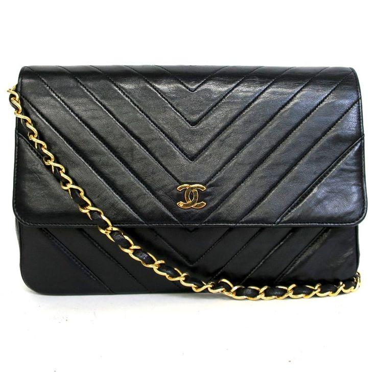 【中古】CHANEL(シャネル) Vステッチ チェーン ショルダー バッグ ココマーク ラムスキン ブラック ゴールド金具/ラムスキンにVステッチが施されたココマークがアクセントのシンプルショルダーです。/新品同様・極美品・美品の中古ブランドバッグを格安で提供いたします。
