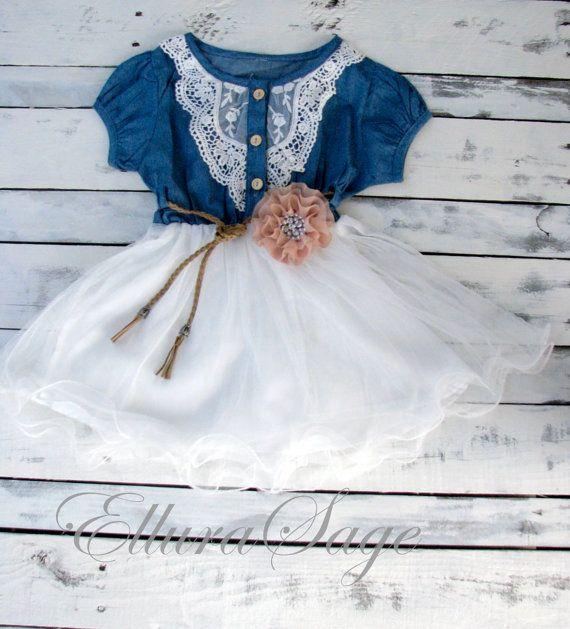 Robe de fille de fleur de denim bleu marine blanc par ElluraSage