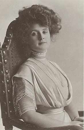 Who was Billie Burke?  She was Glinda in The Wizard of Oz.  Unusual name for that time in history.  What a lovely lady :o) <3