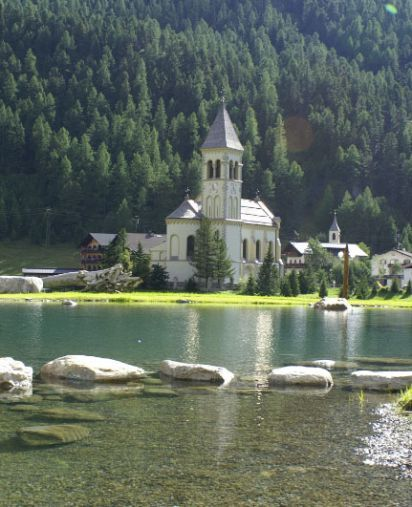 Romantic mountain hotel for active nature-lovers