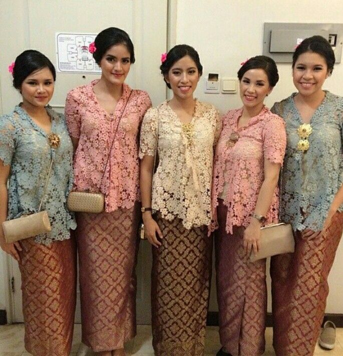 source from instagram @kebaya_inspiration