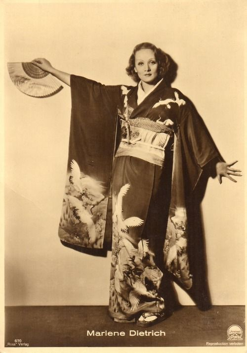Marlene Dietrich in a kimono on a postcard from the 1930s. Source: Marlene Dietrich Collection
