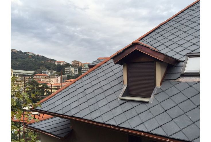 #Toula è una tegola piana in ardesia dalle straordinarie caratteristiche. L'ideale per realizzare coperture naturali, leggere, belle e durature. Con Toula un tetto è per sempre!