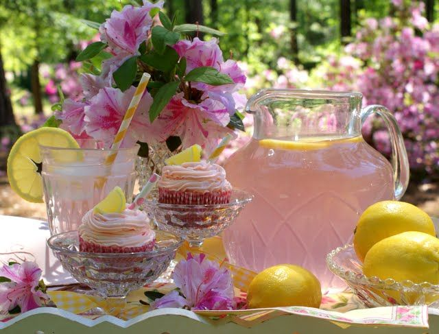 Pink Party: Pink Flowers, Pink Lemonade Parties, Tables Sets, Company Picnics, Summer Picnics, Summer Parties, Pink Lemonade Cupcakes, Gardens Parties, Teas Parties