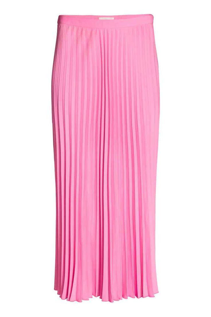 Плиссированная юбка: Плиссированная тканая юбка длиной до середины икры. На юбке потайная молния сбоку и обработанный оверлоком нижний край.