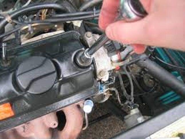Un mécanicien occupé à retirer le joint de culasse du moteur d'une Harley Davidson remarqua qu'un chirurgien du cœur très connu venait de rentrer dans son garage. Le chirurgien attendait patiemment que le responsable du garage vienne jeter un œil à sa moto. Tout d'un coup le mécanicien cria du fond du garage : – …