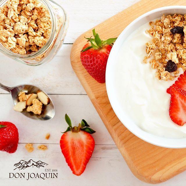 Con Quien Te Gustaria Compartir Este Desayuno Yogurt De Lacteos Don Joaquin Frutas Y Granola Comienza El Dia Con Una Comi Nutrition Healthy Snacks Eat