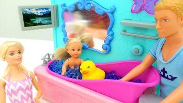 Родители #Барби и Кен лечат Штеффи. Видео для девочек про куклы и #пупсы http://video-kid.com/17567-roditeli-barbi-i-ken-lechat-shteffi-video-dlja-devochek-pro-kukly-i-pupsy.html  Супер Новинка на канале про куклы #Барби и пупсы. Сегодня Барби и Кен будут лечить Штеффи, потому что куколка Штеффи замерзла. Что будут делать куклы #барбиикен, ты можешь узнать, посмотрев видео про куклы и #пупсы на канале Лайкландия.Мы в ВКонтакте: Мы в Одноклассниках: Мы на Facebook: Подписывайтесь на наш канал…