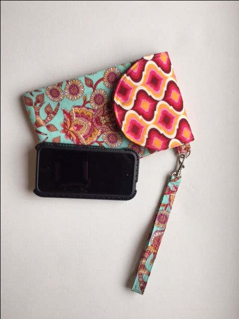 Game day wristlet free pattern