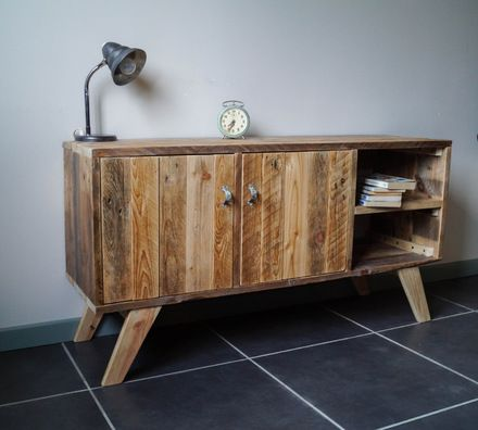 Ce meuble au style scandinave est entièrement en réaliser en bois de palette revalorisé. les poignées sont en métal recyclé. Ultra tendance il trouvera sa place dans tous le - 17089761