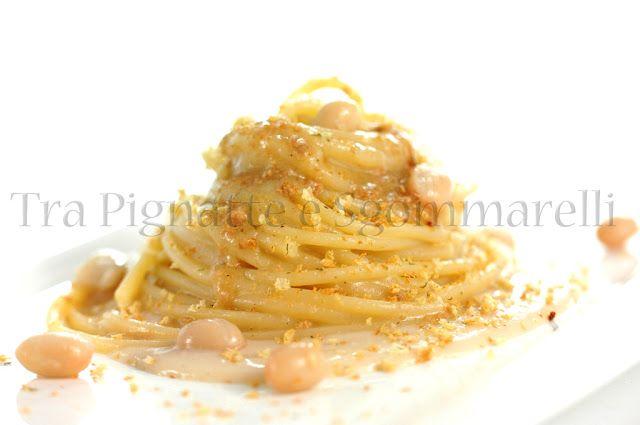 Spaghetti con crema di fagioli zolfini all'aneto, bottarga di tonno e mollica di pane piccante   Tra pignatte e sgommarelli