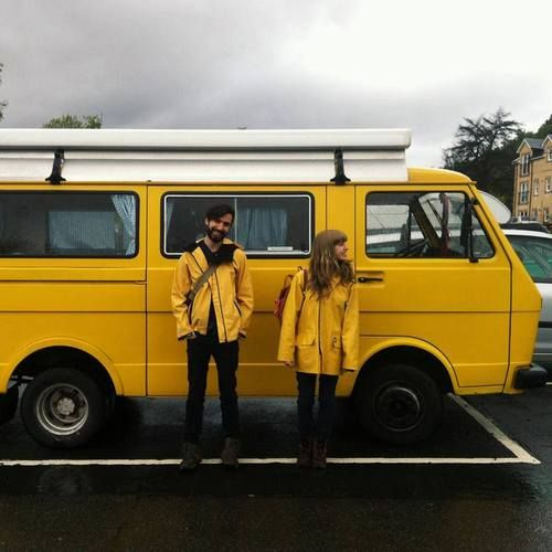 yellow, couple, and indie afbeelding