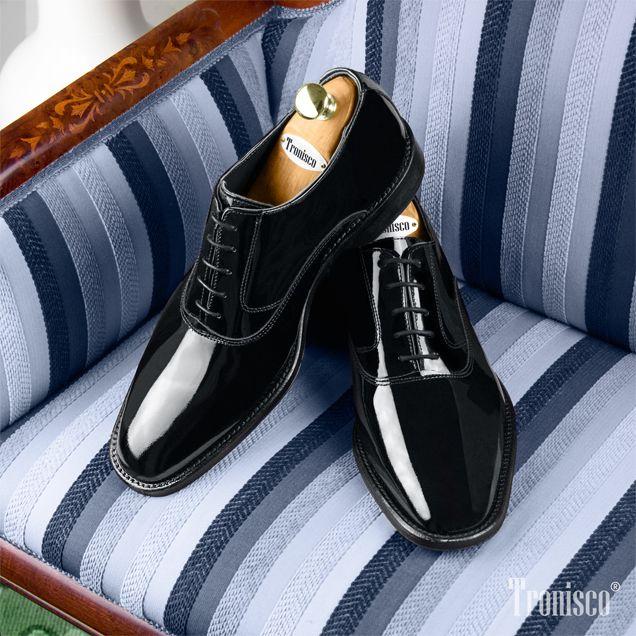Deslumbra esta Navidad con los auténticos zapatos Charol de Masaltos.com. Todo lo que debes saber sobre la piel  de moda de la temporada. #masaltos #moda #zapatoscharol #menstyle #shoeslovers #shoelife #fashionmen #charol #navidad #chiristmas #regalo #invitadoperfecto #compras #calzado
