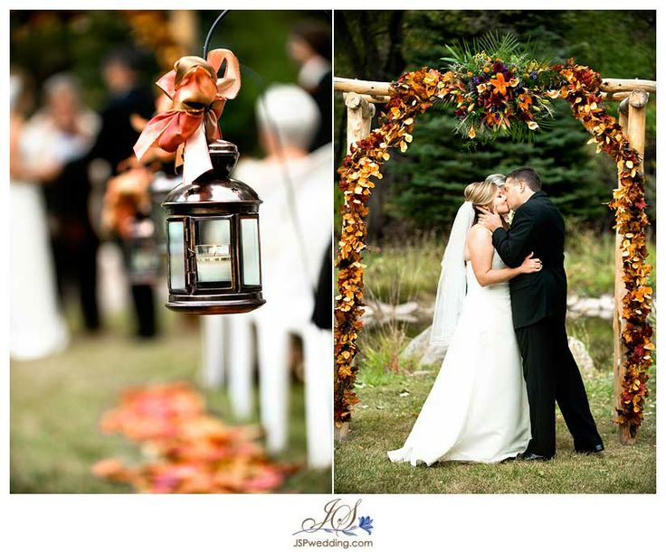 Herfst bruiloft decoratie / Fall wedding decoration: http://www.jenniferschumacherphotography.com/blog/wp-content/uploads/2009/11/jamie04.jpg