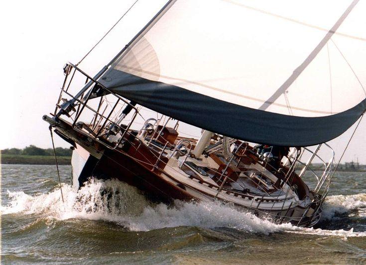 c86d030056f3b6e37c056133fc5002e9 classic boat sailing yachts 1983 hans christian mark ii_2388_11 jpg hans christian Simple Boat Wiring Diagram at n-0.co