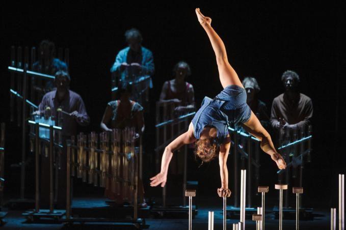 """Le Cirque Plume vous présente """"Tempus Fugit?"""" Cela signifie...Découvrez sur IDzz.fr #cirqueplume #cirque #spectacle"""
