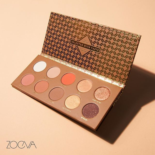 Delightful Indulgence. Our Caramel Melange Eyeshadow Palette offers a selection of delicious shades – from soft, tawny butterscotch hues to caramelized, golden crème brulée nuances and warm toffee tones. #ZOEVA #CaramelMelange #Eyeshadow