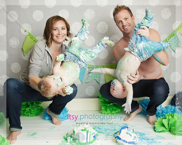 baby boy twins cake smash photography posing ideas cute twin boys photography