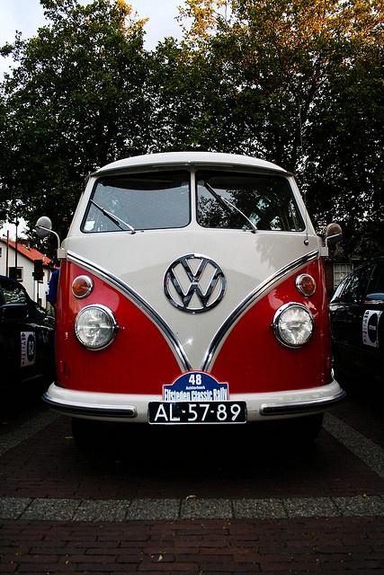 Volkswagen Hippie Van by jeroenboon, via Flickr