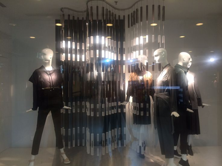 Zara: Autumn winter collection,contrast,corner window display,black and white,movement,flow,closed back