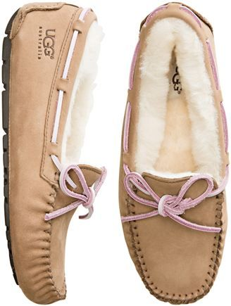 Uggs Dakota slippers in this color<<<hehehe this color but they're cute!!