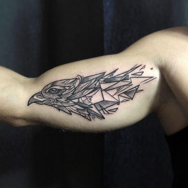 Conheça nossa incrível seleção de 65 fotos de tatuagens de águia belíssimas para você se inspirar.