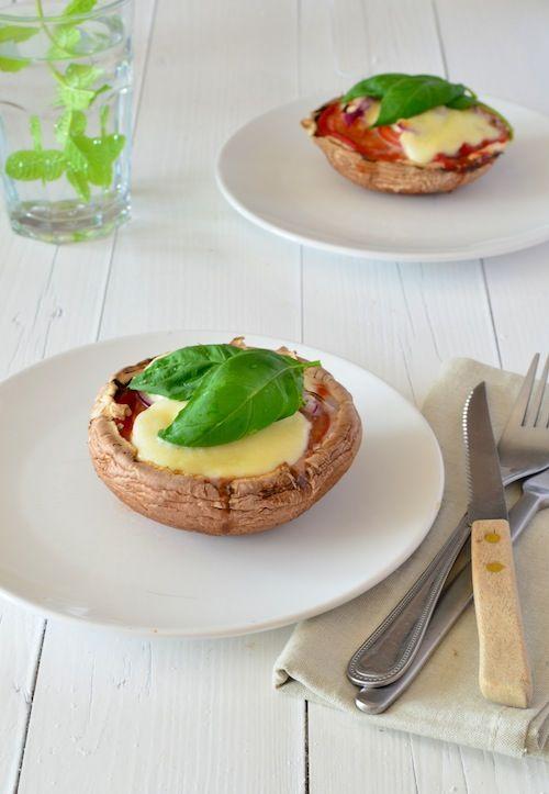 Heerlijke portobello pizza. Lekker als bijgerecht of 2 stuks als hoofdgerecht met bijvoorbeeld een salade caprese.