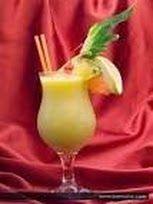 Una ricetta per un cocktail squisito... vediamo chi lo indovina...  Ingredienti 2 parti di Rum bianco Una parte di succo di ananas Una parte di crema di cocco 2 gocce di orzata. Frullate tutti gli ingredienti. Dopo aver montato a neve ed aver aggiunto molto ghiaccio, servite con una cannuccia e decorate con una fogliolina di menta...